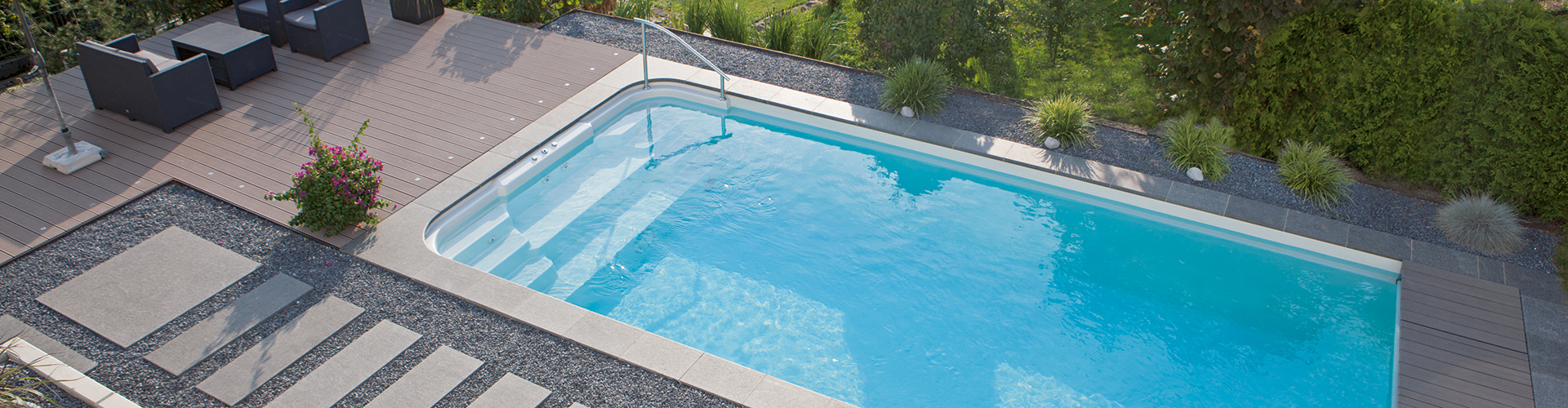 Piscine polyester gamme style centerspas for Piscine coque polyester martinique